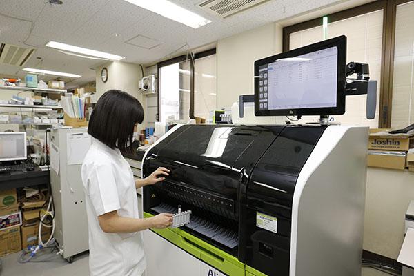 全自動化学発光免疫測定装置 Alinity i(Abbott)